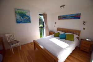 Lodge 3 bedroom in its summer clothes with sunsets and wave paintings